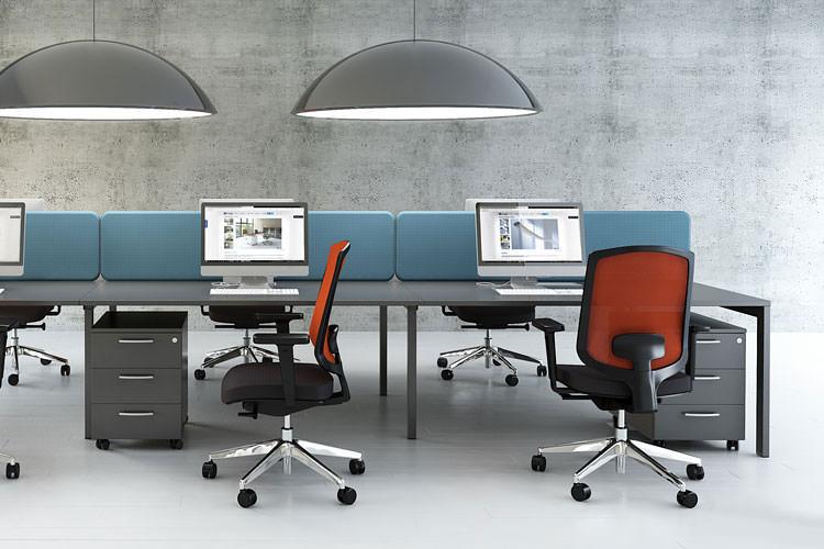 Callcenter Büro Schreibtisch mit Trennwand