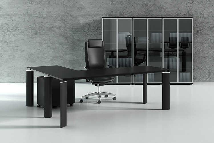 Büroschreibtisch im Winkel mit Stahlfüßen schwarz