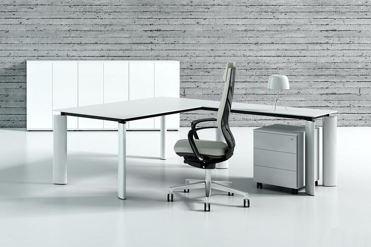 Büroeinrichtung Schreibtisch im Winkel hochglanz weiß