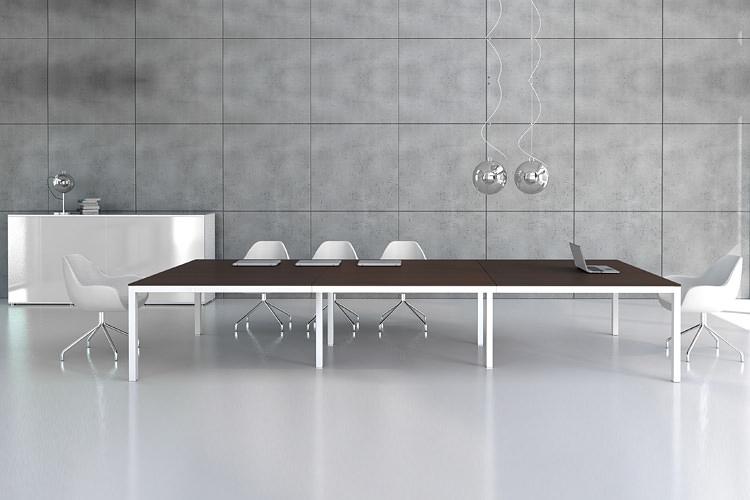 langer Konferenztisch für 12 Personen