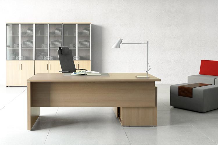 Chefzimmer Büroeinrichtung helles Holz