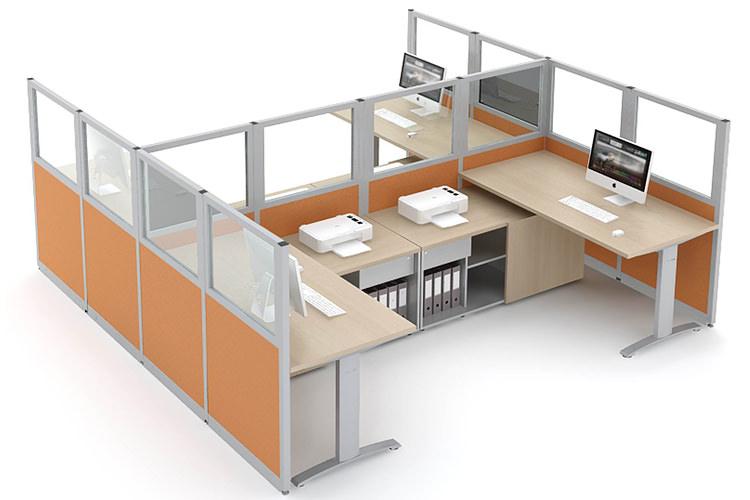Büro Arbeitsplatz mit Akustik Trennwand