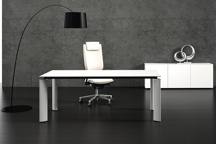 Design Bürotisch mit stabiler Konstruktion
