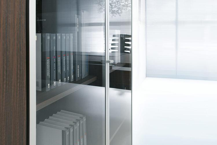 Aktenschrank mit Glastüren